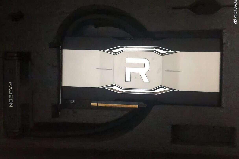 Chłodzona cieczą karta Radeon RX 6900 XTX na zdjęciach, Radeon RX 6900 XTX, zdjęcia Radeon RX 6900 XTX, karta Radeon RX 6900 XTX