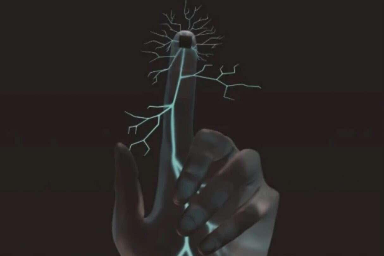 Samozasilający się implant, upośledzony zmysł dotyku