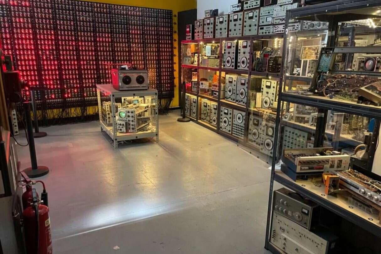 Raj dla technologicznego geeka, Muzeum pełne starych sprzętów