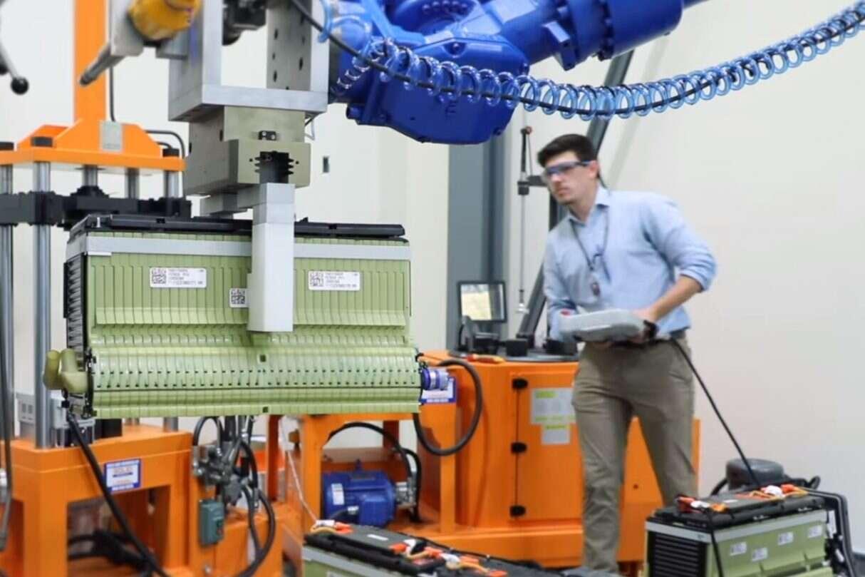 Roboty recykling akumulatorów z pojazdów elektrycznych, recykling akumulatorów z pojazdów elektrycznych, recykling akumulatorów