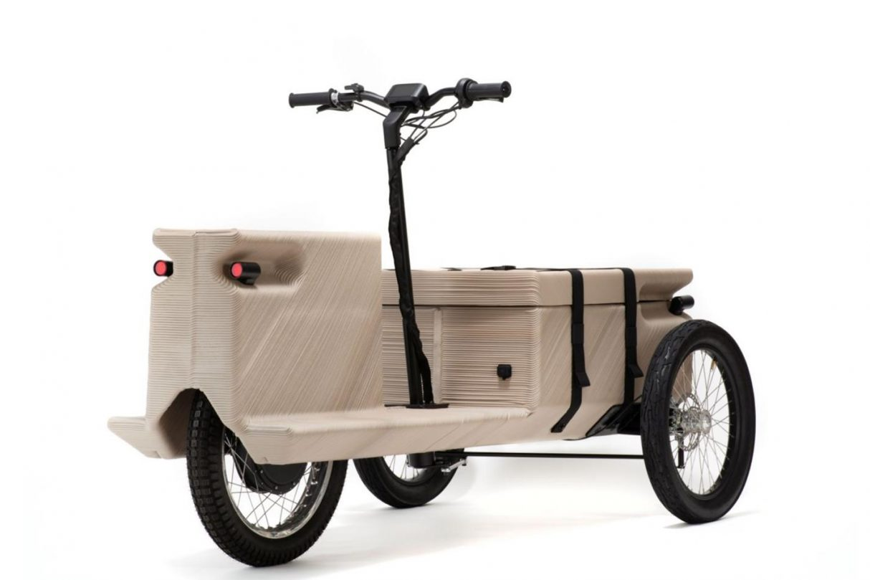 wydrukowany elektryczny trójkołowiec z plastikowych odpadków, elektryczny trójkołowiec z plastikowych odpadków, elektryczny trójkołowiec