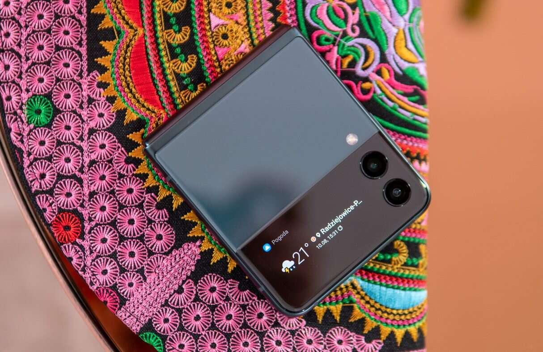 Samsung Galaxy Z Flip3 zadebiutował. Poznajcie jego cenę i specyfikacje