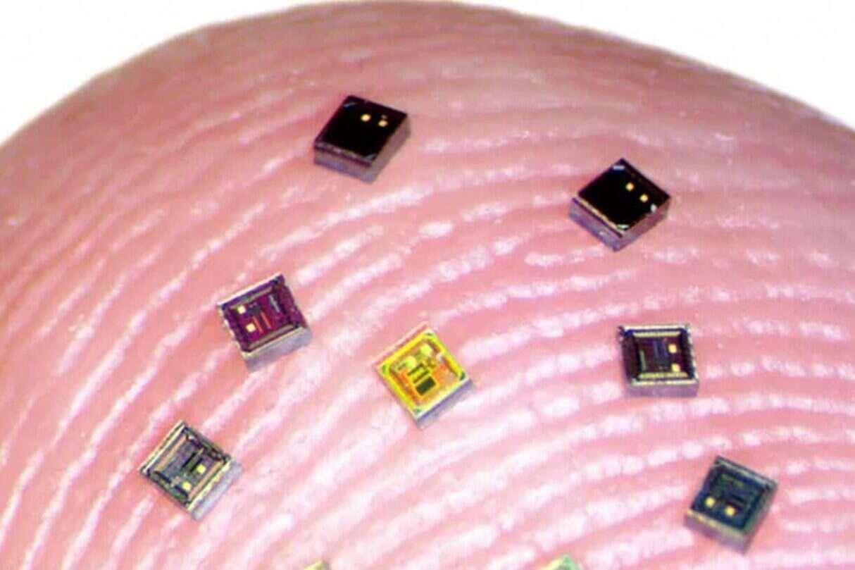 Naukowcy naprawiać nasze mózgi, setkami mikrochipów